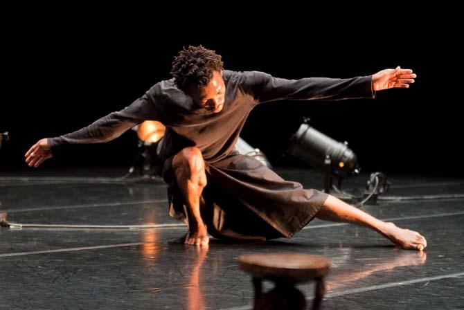 Construire avec l'énergie de la survie - Critique sortie Danse Paris Le Tarmac