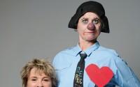 Crédit  : Pascal Gely Légende  : Emma la clown et Catherine Dolto dans Grand symposium : tout sur l'amour.