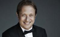 Légende : Ludovic Morlot dirige l'Orchestre philharmonique de Radio France. © Lisa-Marie Mazzucco