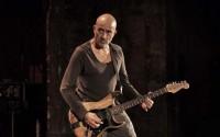 Le guitariste et compositeur Serge Teyssot-Gay. © JL Caradec / F 451 productions