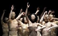 Crédit : Alwin Poiana Légende : Le Corps du Ballet National de Marseille, inspiré par Masse et Puissance d'Elias Canetti.