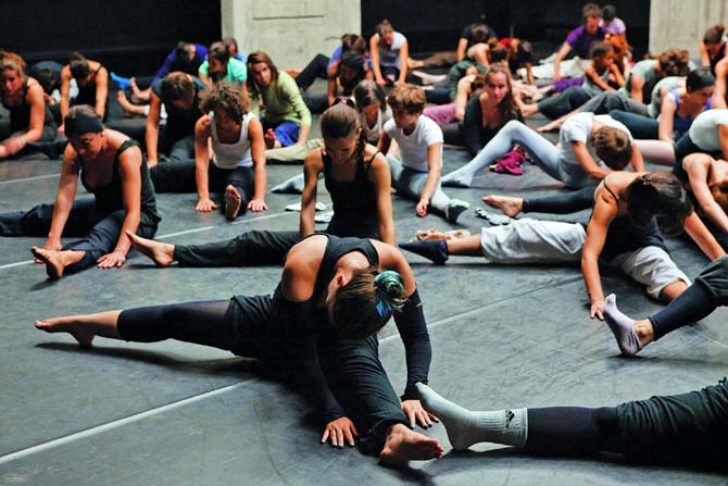 Crédit : Christophe Raynaud de Lage Légende : Un atelier de « Danses partagées ».