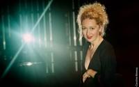 La chanteuse et comédienne Emeline Bayart. © Caroline Moreau