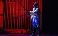 Marc Zinga dans La Tragédie du Roi Christophe. Crédit photo : Michel Cavalca