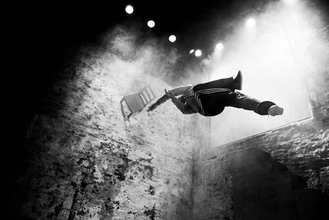 La Mécanique de l'Histoire, une tentative d'approche d'un point de suspension - Critique sortie Danse
