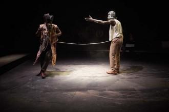 Dieudonné Niangouna et Diariétou Keita dans Antoine m'a vendu son destin – Sony chez les chiens  Crédit : Christophe Raynaud de Lage