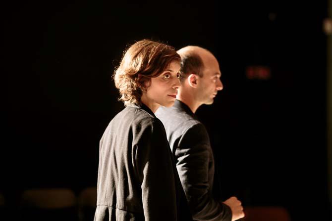 Crédit : Charlotte Corman Légende : Laure Mathis et David Geselson dans Doreen.