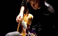 Le guitariste et compositeur argentin Tomas Gubitsch, protagoniste de la prochaine soirée Happy Hours à Nanterre.