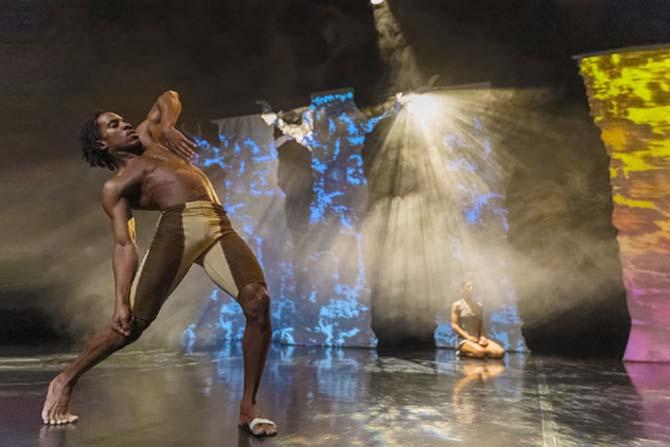 La danse contemporaine à l'épreuve de l'Histoire - Critique sortie Danse