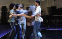 Crédit : Iris Janke Légende : Danse de la joie ou du drame, par les neuf performeurs de Meg Stuart.