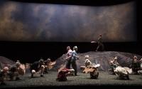 Crédit: Polo Garat Légende: Les Oiseaux d'Aristophane, mis en scène par Laurent Pelly.