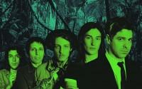 Les cinq musiciens du groupe rock suisse francophone Le Roi Angus,. © AMI