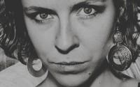 Evénement en vue: Laura Perrudin sortira en septembre un nouvel album, «Poisons et antidotes», produit uniquement avec les sons de sa harpe et de sa voix. @ Jerôme Sevrett