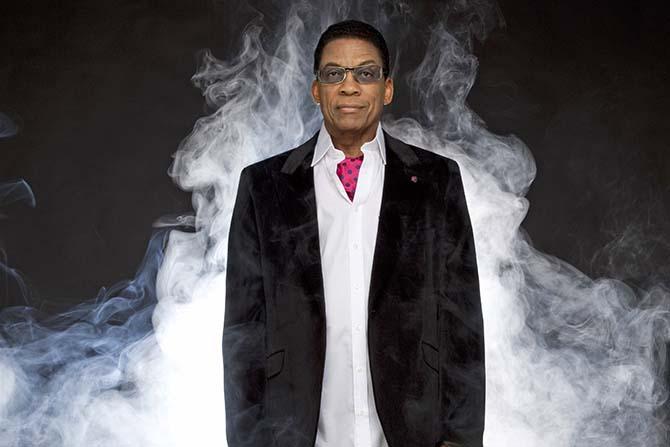De Miles Davis jusqu'à Kendrick Lamar, Herbie Hancock reste, à 75 ans, en phase avec son époque. © Douglas Kirkland