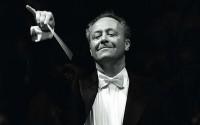 Emmanuel Krivine à la tête de sa Chambre philharmonique.  © Philippe Hurlin