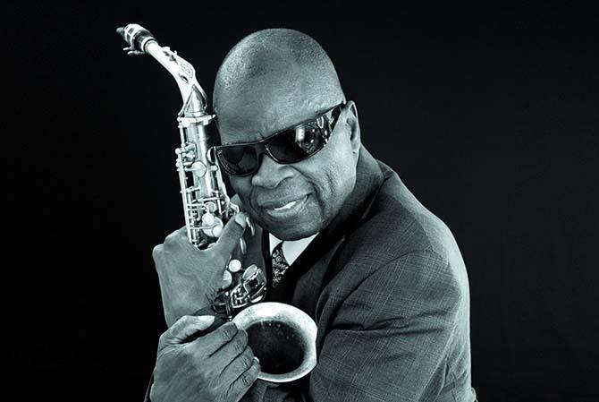 Légende : Compagnon historique de James Brown, le saxophoniste Maceo Parker est une légende du funk. © Philip Ducap