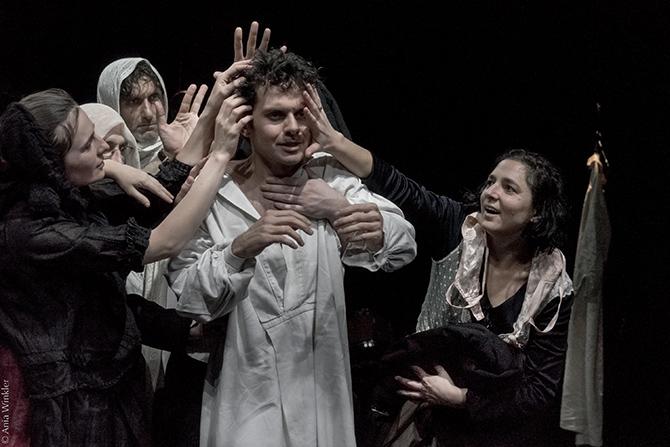 ©Ania Winkler  Notre Classe, dans la mise en scène de Justine Wojtyniak.