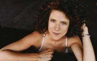 Nouvelle étoile du jazz vocal international, la française de Brooklyn Cyrille Aimée est l'invitée du Saint-Emilion Jazz Festival. © Colville W. Heskey