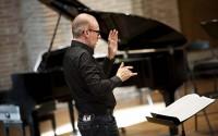 Le chef d'orchestre (et de chœur) Joël Suhubiette dirige une nouvelle production des Noces de Figaro à Saint-Céré. © François Passerrini
