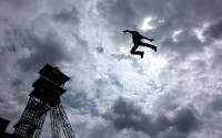 © Samira Boukhnous Légende : Toujours plus haut, toujours plus fou : le collectif La Bascule.