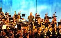 François-Xavier Roth dirige l'Orchestre Européen Hector Berlioz.  (crédit : Gérard Gay-Perret)