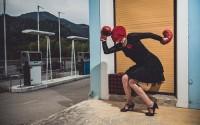 Légende : Valise rouge, gants de boxe et poésie. © Eric Clément-Demange