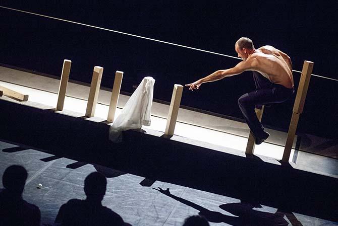 Fall Fell Fallen - Critique sortie Avignon / 2017 Avignon Avignon Off. Festival Villeneuve en scène. Le Clos de l'Abbaye
