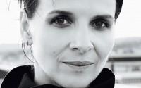 Juliette Binoche évoquant Barbara : « Ses ombres sont devenues lumière, ses velours noirs sont devenus soleils. »