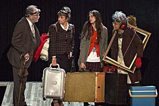 LES BÂTISSEURS D'EMPIRE OU LE SCHMÜRZ - Critique sortie Avignon / 2017 Avignon Avignon Off. Théâtre des Lucioles