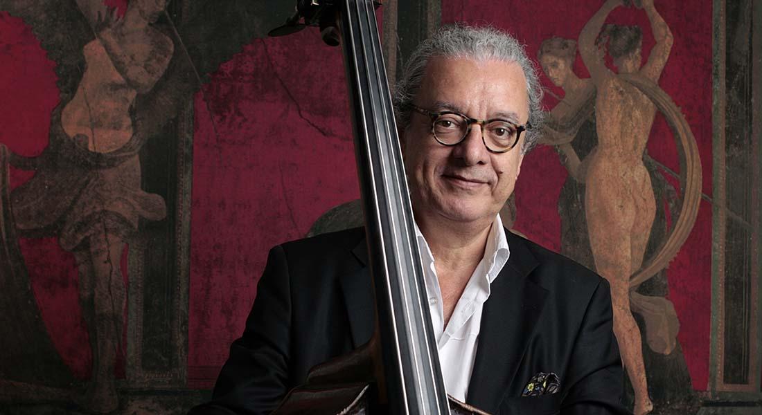 Le contrebassiste Riccardo Del Fra et la musique de son nouvel album « Moving People » - Critique sortie Jazz / Musiques Paris Studio 104 - Maison de la Radio