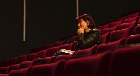 Entretien avec Cécile Backès : rapprocher les spectateurs de l'acte d'écriture - Critique sortie Théâtre  Comédie de Béthune