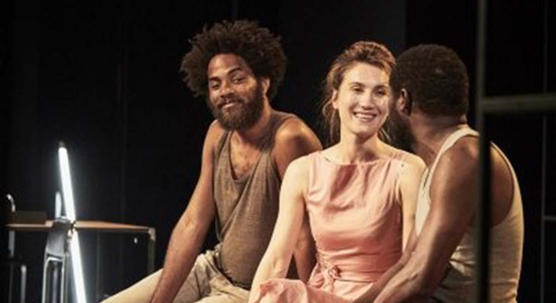 Frédéric Fisbach met en scène Convulsions de l'auteur guinéen Hakim Bah - Critique sortie Théâtre Paris Théâtre ouvert