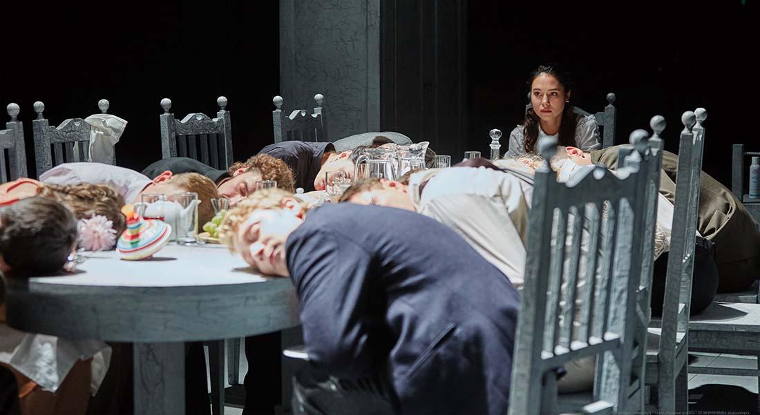 Les Trois Sœurs en langue des signes russe par Timofeï Kouliabine - Critique sortie Théâtre Genève Comédie de Genève