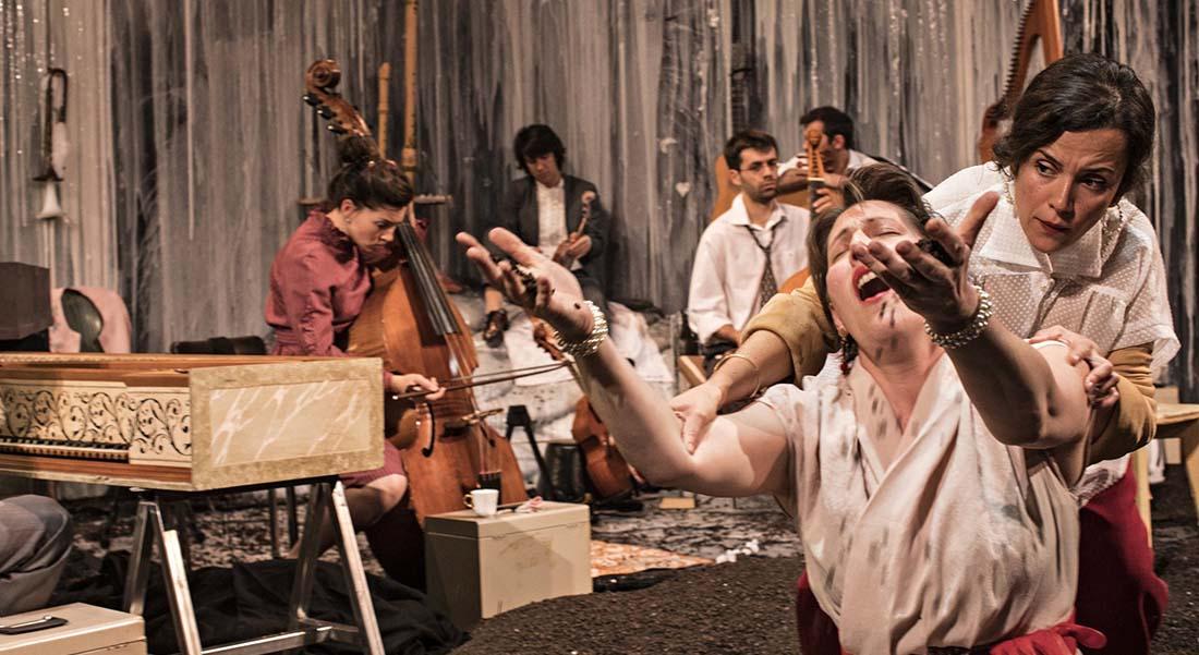 Songs, l'ensemble baroque Correspondances et le metteur en scène Samuel Achache conjuguent leurs talents - Critique sortie Théâtre Paris Théâtre des Bouffes du Nord