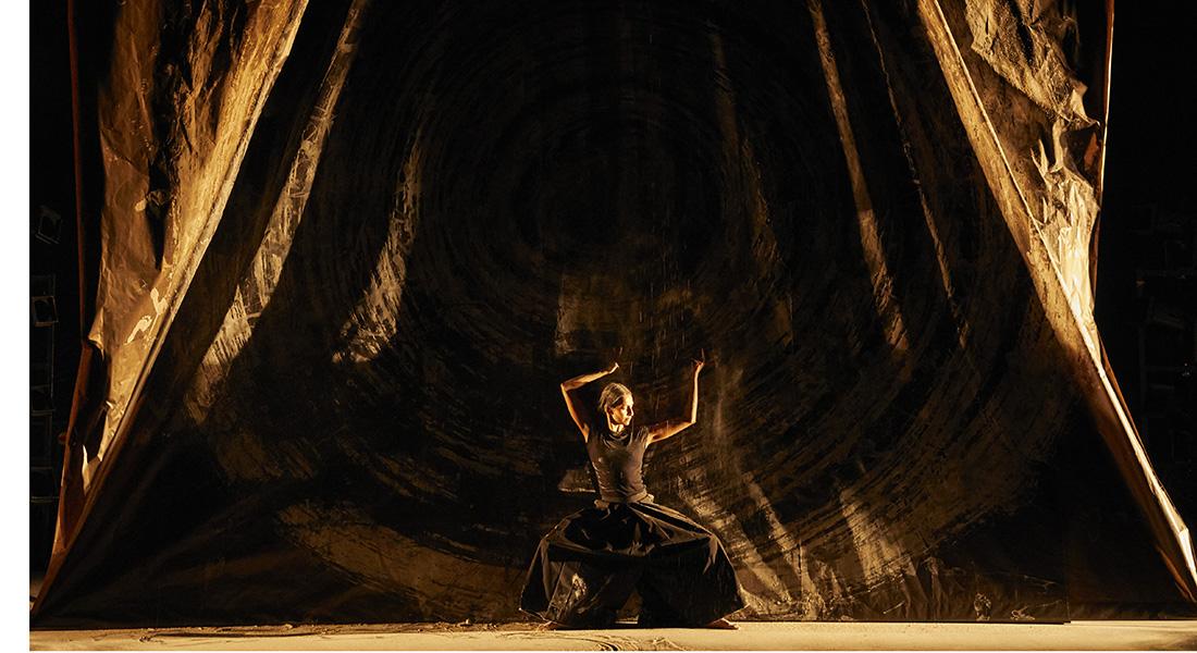 aSH d'Aurélien Bory avec la danseuse Shantala Shivalingappa - Critique sortie Danse Paris La Scala Paris