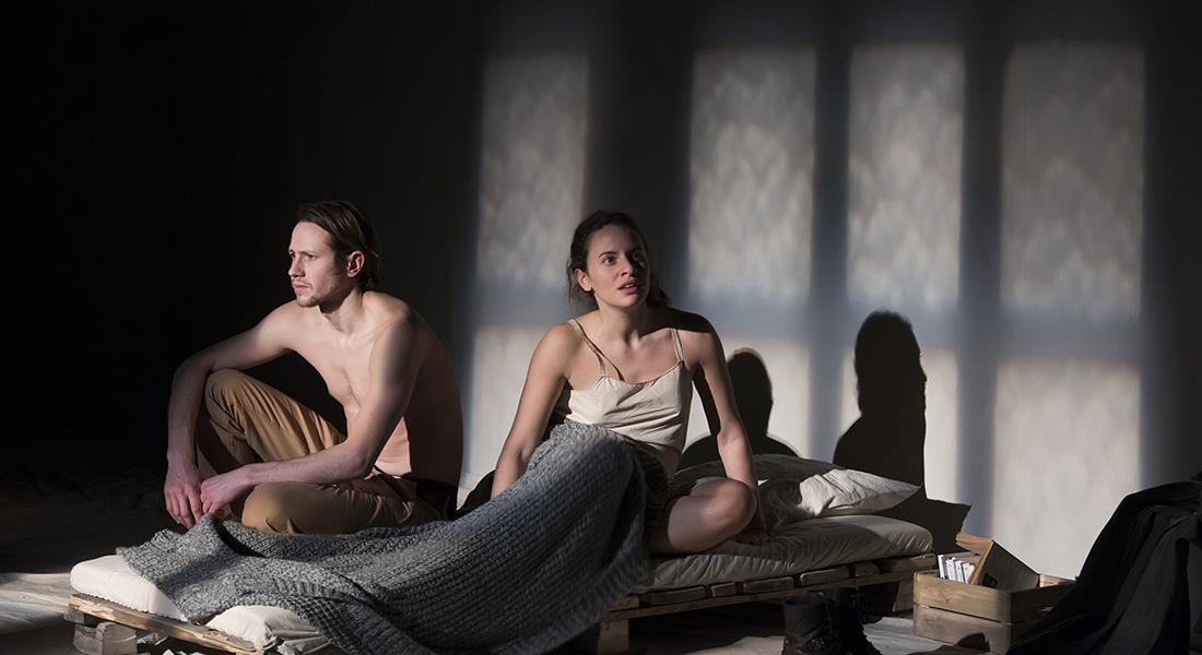 Des couteaux dans les poules de David Harrower mes par Gilles Bouillon - Critique sortie Théâtre CHATILLON Théâtre à Châtillon