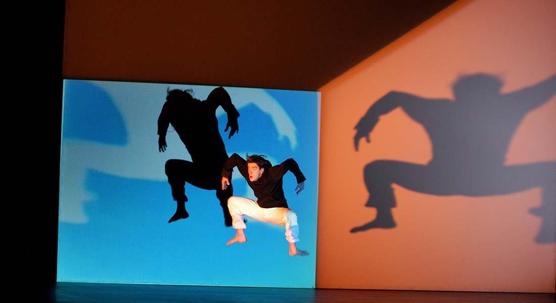 Solo de Philippe Decouflé, un autoportrait en forme de féerie kaléidoscopique - Critique sortie Danse Paris Chaillot - Théâtre national de la danse