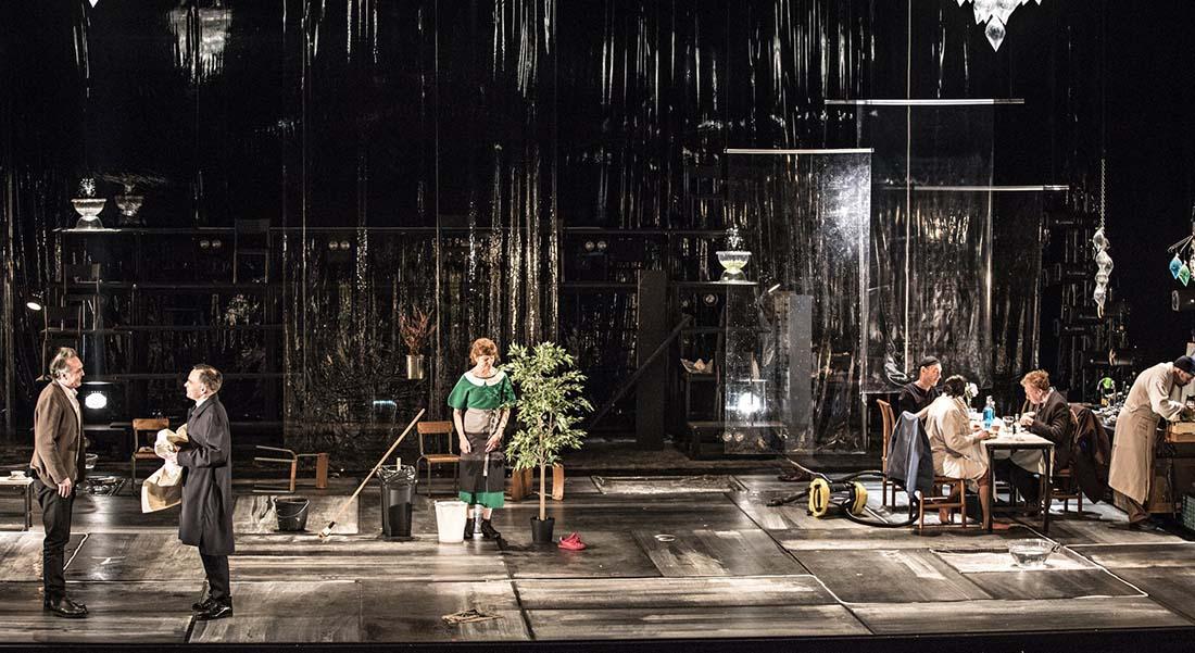 Un ennemi du peuple d'Henrik Ibsen, mis en scène par Jean-François Sivadier - Critique sortie Théâtre Paris Odéon-Théâtre de l'Europe