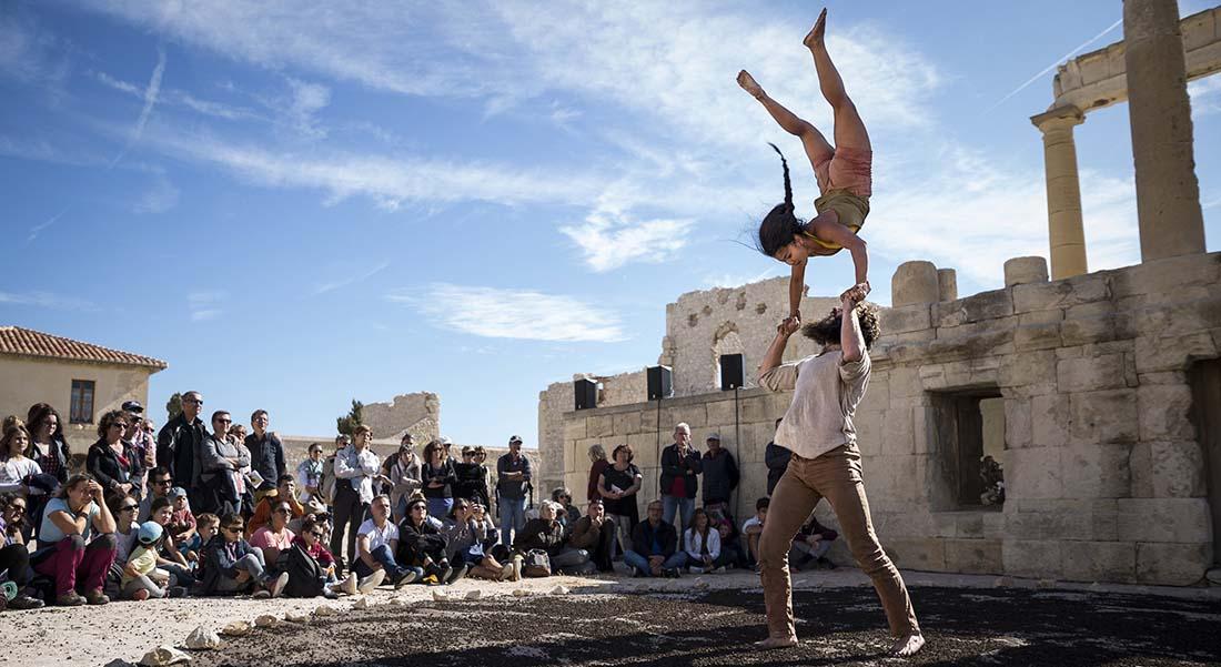 Festival Cratère Surfaces, Alès International outdoor festival - Critique sortie Théâtre Alès Le Cratère