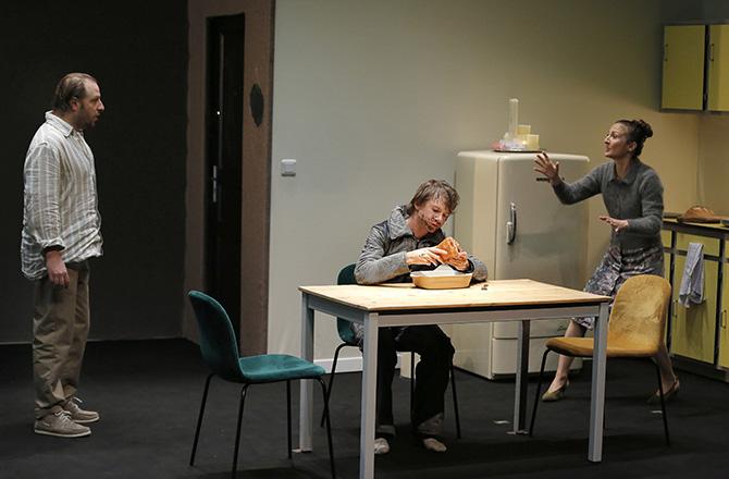 Retours et Le Père de l'enfant de la mère de Fredrik Brattberg, mis en scène par Frédéric Bélier-Garcia - Critique sortie Théâtre Paris Théâtre du Rond-Point