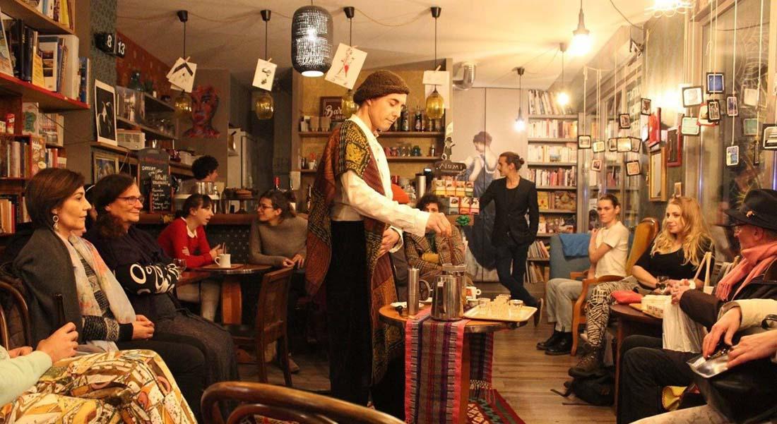 Festival Tournée Générale, une vingtaine d'artistes dans les bars du quartier vallée de Fécamp, 12ème arrondissement. - Critique sortie Théâtre Paris Bars du 12ème arrondissement