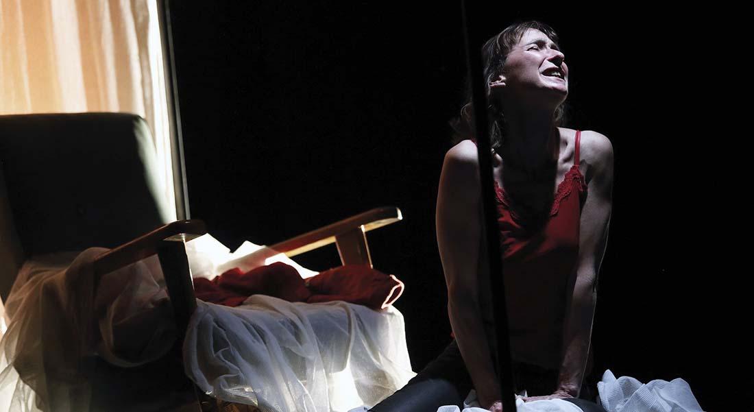 Héroïne(s) #2 – Des Cercles bleus et noirs de Dominique Richard,  mis en scène par Lucile Jourdan - Critique sortie Avignon / 2019 Avignon Avignon Off. Théâtre L'Entrepôt