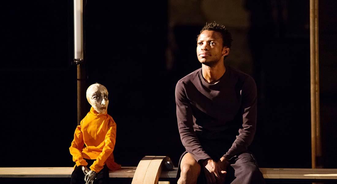 Histoire(s) du théâtre II de Faustin Linyekula - Critique sortie Avignon / 2019 Avignon Festival d'Avignon. Cour minérale – Université d'Avignon