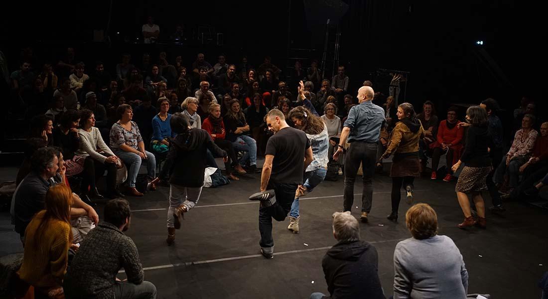 Nous étions debout et nous ne le savions pas de Catherine Zambon, mis en scène par François Fehner - Critique sortie Avignon / 2019 Avignon Avignon Off. Festival Villeneuve en Scène