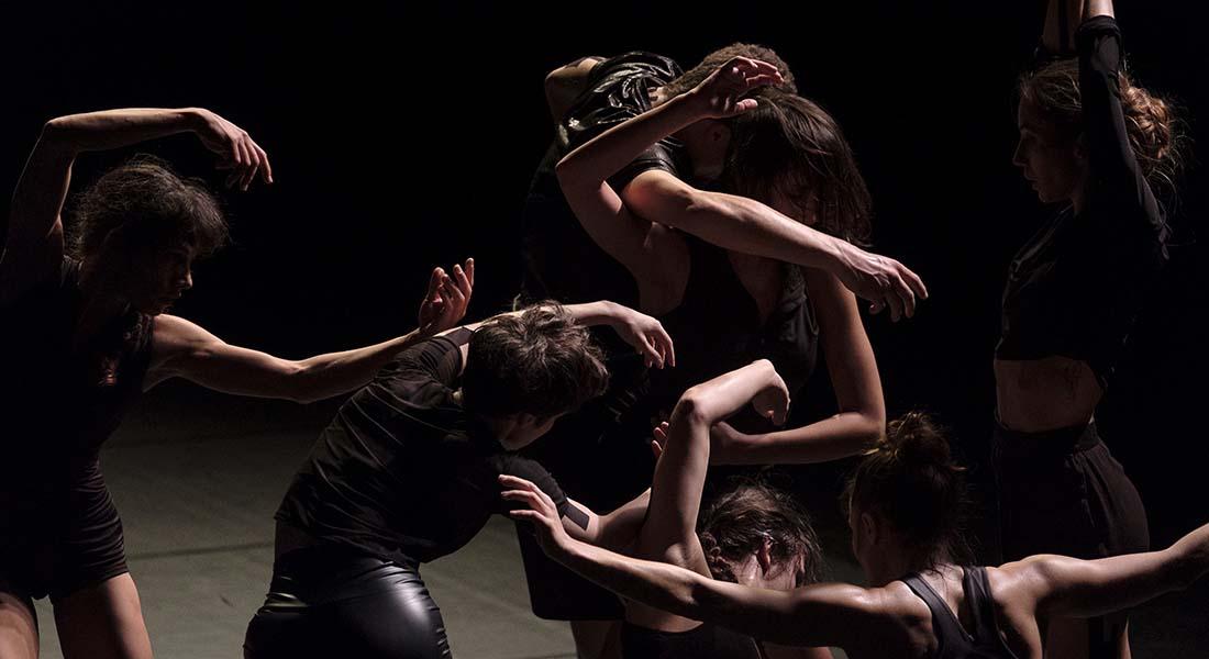 Falling Stardust, Chorégraphie d' Amala Dianor - Critique sortie Danse Tremblay-en-France Théâtre Louis Aragon