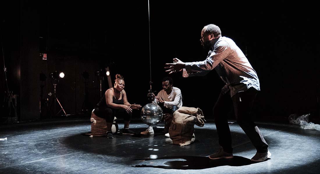 Congo de Faustin Linyekula - Critique sortie Danse Paris Théâtre des Abbesses