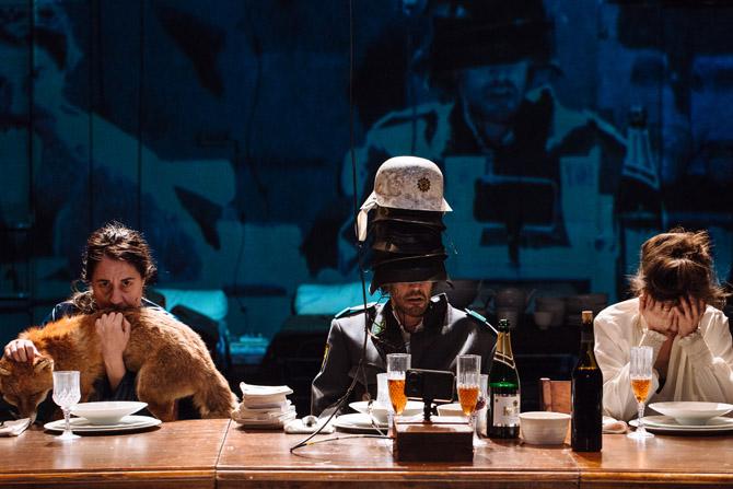 Nous sommes repus mais pas repentis (Déjeuner chez Wittgenstein) d'après Thomas Bernhard, mise en scène de Séverine Chavrier - Critique sortie Théâtre Paris Le Monfort