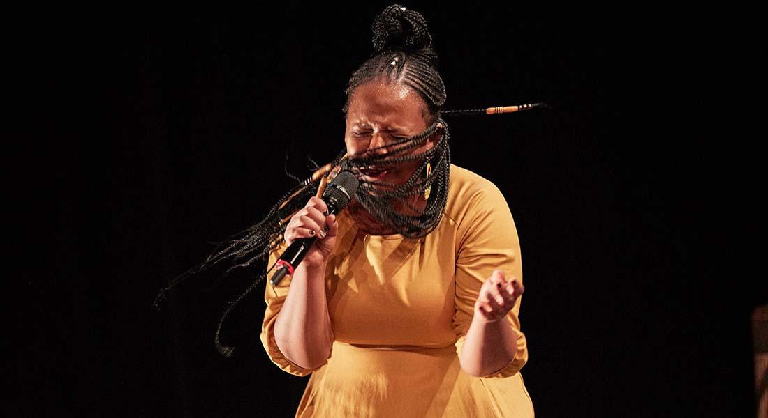 « Not Another Diva » par la performeuse sud-africaine Hlengiwe Lushaba et le chorégraphe congolais Faustin Linyekula - Critique sortie Jazz / Musiques Ris Orangis Scène nationale Agora-Desnos