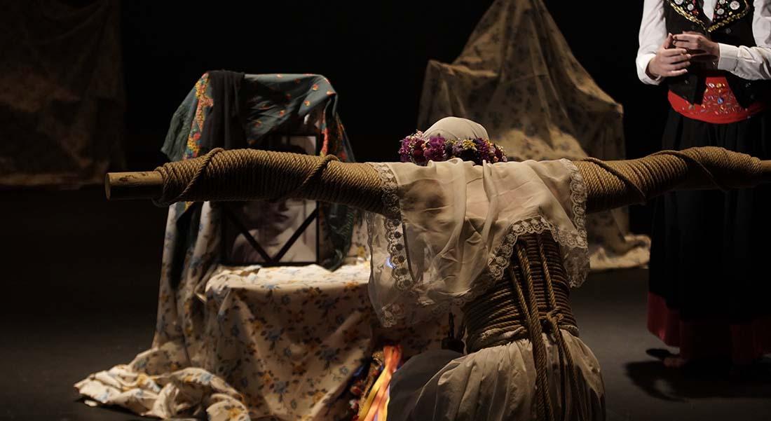 Una costilla sobre la mesa  : Madre écrit d'Angelica Liddell - Critique sortie Théâtre Paris Théâtre de la Colline