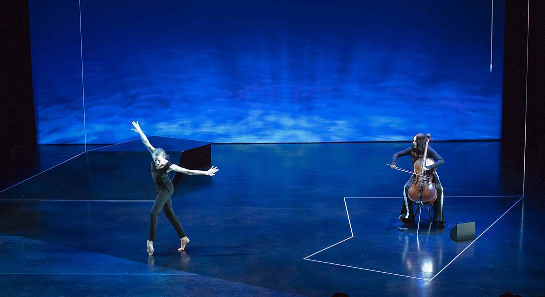 The Day, rencontre avec Lucinda Childs « déesse du violoncelle » Maya Beiser et à la danseuse étoile du New York City Ballet Wendy Whelan - Critique sortie Danse Paris Théâtre de la Ville - Espace Pierre Cardin